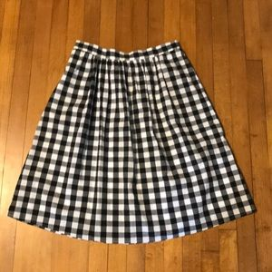 L knee length checkered skirt with elastic waist
